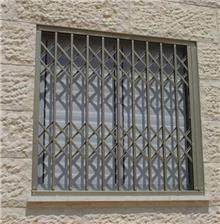 סורג מתקפל סגור לחלון