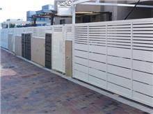 טרלידור - שער חנייה לבן