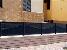 גדר אטומה לחזית הבית - טרלידור