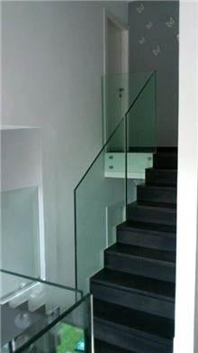 מעקות עשויים זכוכית - טרלידור