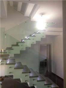 מעקות זכוכית לבית - טרלידור