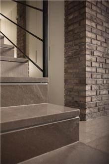 אבני ניצן - חיפוי מדרגות אפור