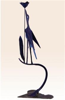 פסל ציפור ופרח