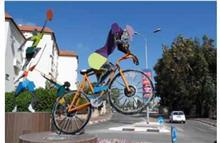 פסל חוץ רוכב אפניים