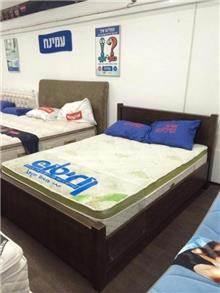 מיטה זוגית חומה
