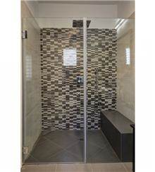 א.ישראלי - מקלחון זכוכית חזיתי
