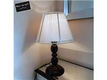רקפת ספיר R.H.S - מנורת שולחן שחורה