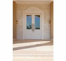 דלת לבנה דו כנפית
