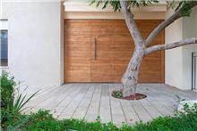 דלת דו כנפית לחזית