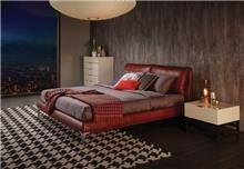 מיטה זוגית אדומה