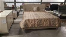 מיטה זוגית מרופדת בז'
