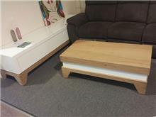 מזנון ושולחן מעץ