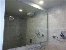 מראה גדולה למקלחת