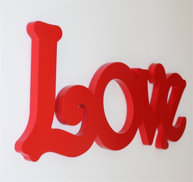 מילה מעוצבת LOVE אדום