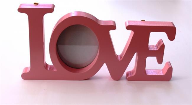 מילה מעוצבת עם תמונה LOVE ורוד