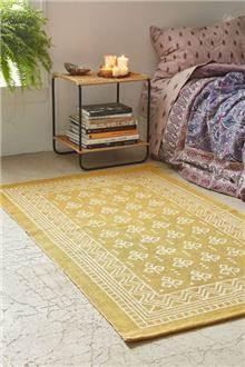 שטיח צהוב גדול