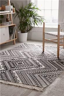 שטיח מעויינים בשחור לבן - Fibers