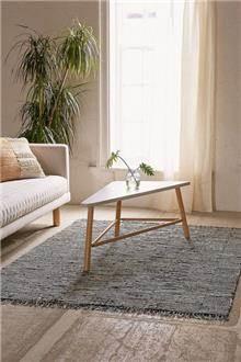 שטיח שחור לבן באריגה גאומטרית