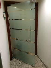 זאב זכוכית - דלת זכוכית