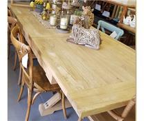 שולחן אוכל נפתח מעצים ממוחזרים