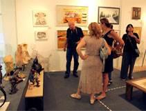 """אומנות לכל כיס: ביקור בתערוכה """"לפאר את הבית"""""""