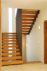 מדרגות מרחפות מעץ אלון - קו נבון