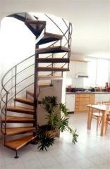 מדרגות לולייניות בשילוב בוק  - קו נבון