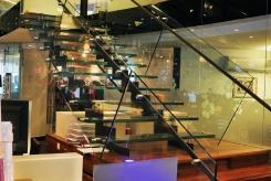 מדרגות זכוכית - קו נבון