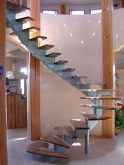 מדרגות סיבוביות ללא מעקה - קו נבון