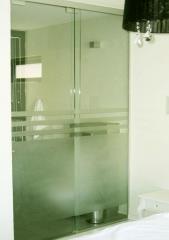 """דלת זכוכית לחדר האמבטיה - ד""""ר זכוכית"""