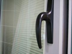 דלת הזזה למפתחים גדולים - אלובין