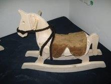 סוס נדנדה - אבירם מעשה בעץ