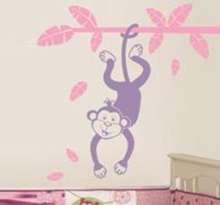 מדבקת קיר קוף תלוי על ענף - מטפטים