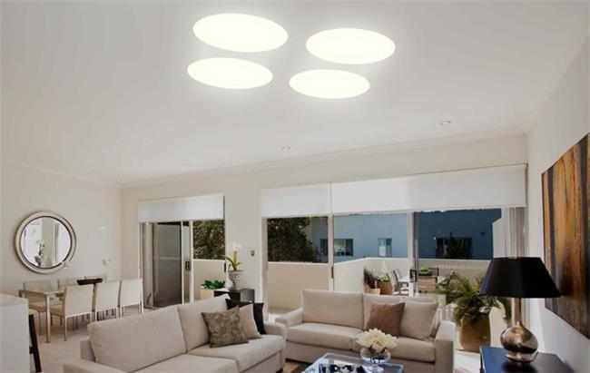 מנורה עגולה לתקרה - שקע ותקע