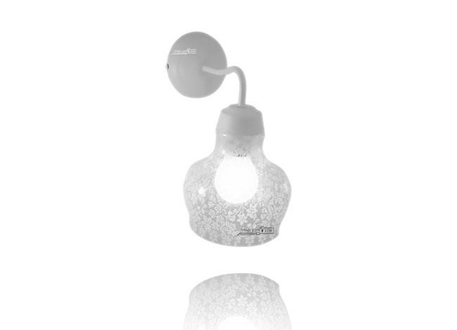 מנורת קיר דקורטיבית - שקע ותקע