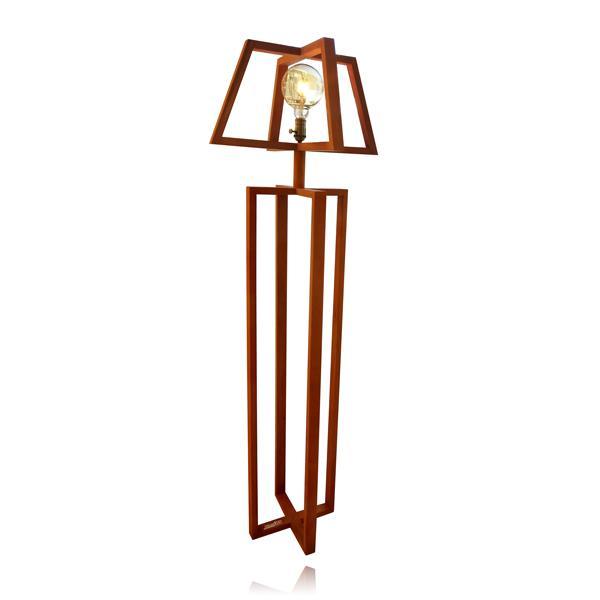 מנורת עמידה אהיל עץ - שקע ותקע
