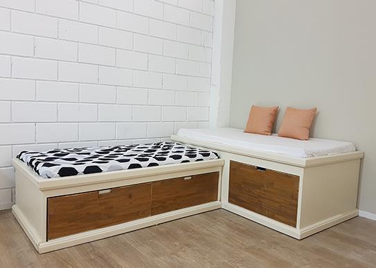 2 מיטות במה בגודל מיטת מעבר - HouseIn - עודפים