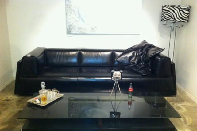 ספה שחורה - נושה עיצובים