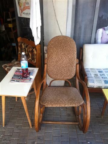 כסא נדנדה חום - retro gallery - רטרו גלרי