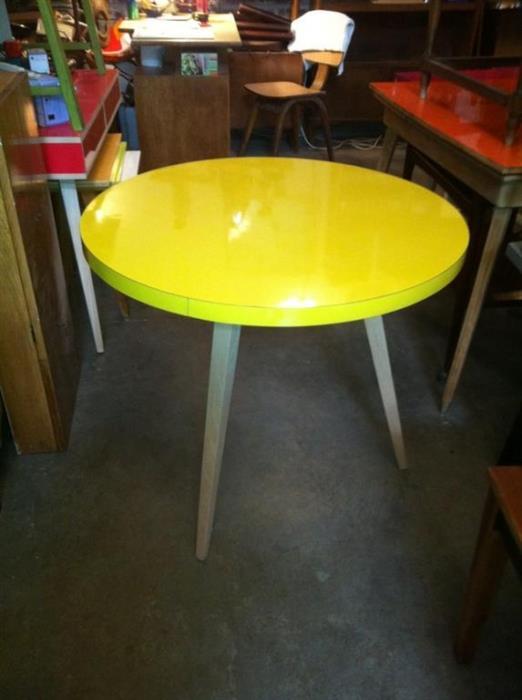 שולחן אוכל צהוב - retro gallery - רטרו גלרי