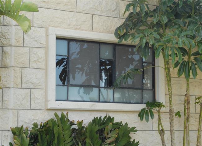 חלון מפרופיל בלגי - רוםסן - אומנות הפרופיל הבלגי