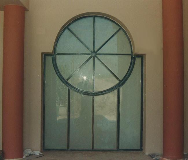 חלון בלגי עגול - רוםסן - אומנות הפרופיל הבלגי