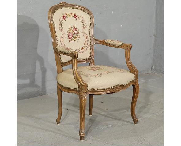 כסא מיוחד - הבית בעולש
