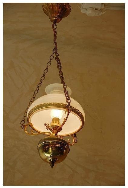 מנורת נפט מרשימה - הבית בעולש