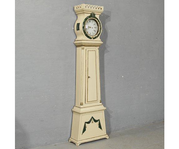שעון אורלוגין לבן - הבית בעולש