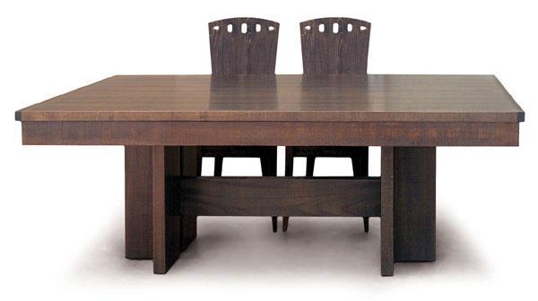 שולחן אוכל גדול - כסאות בעיקר