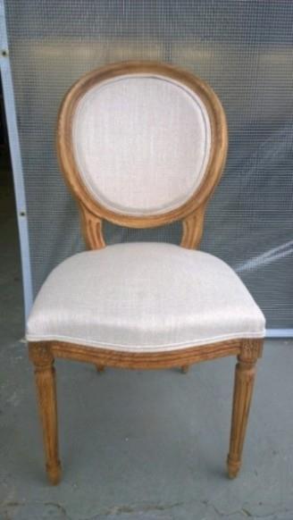 כסא עם ריפוד לבן - כסאות בעיקר