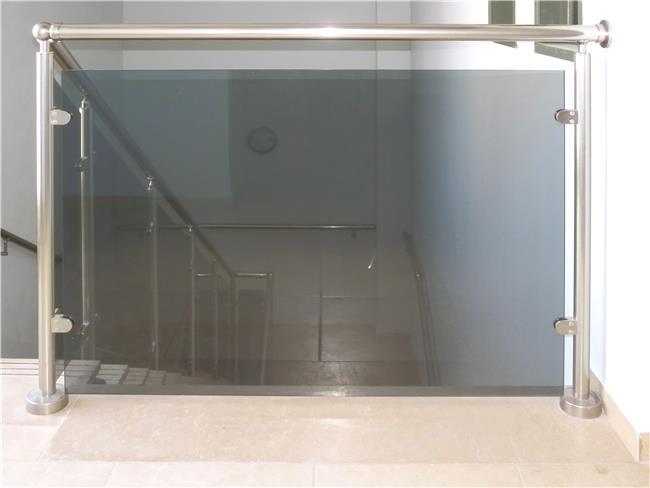 מעקה זכוכית טרלידור - טרלידור