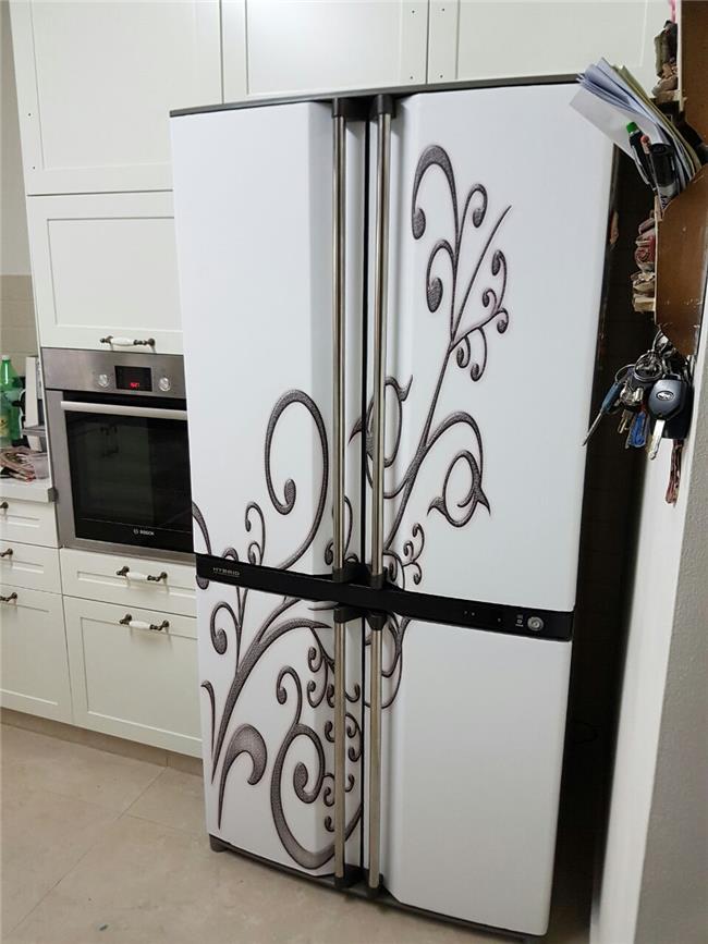 מגנט למקרר לבן מעוטר - FUNKYDOOR