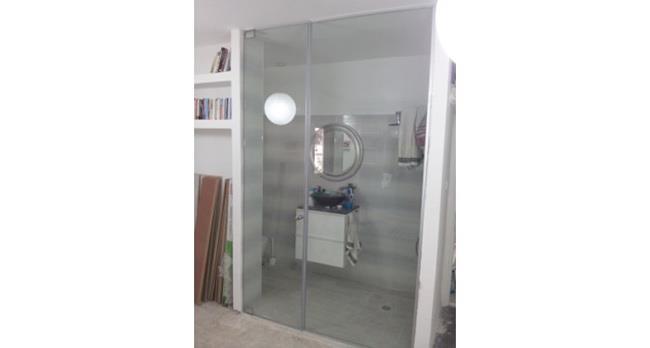 דלת זכוכית לאמבטיה - א.ר. שיווק